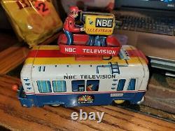 1950s YONEWAZA JAPAN TIN BATTERY OP NBC TELEVISION RCA VICTOR LIGHTED TV VAN