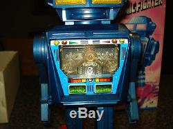 VINTAGE BATTERY OPERATED DYNAMIC FIGHTER ROBOT (RARE) MADE IN JAPAN 60s