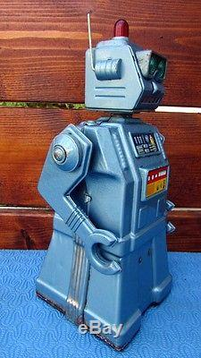 Vintage 1950's Yonezawa Directional Robot 1957 Battery Operated Space Toy Japan