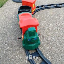 WORKING 1980's Vintage Battery Operated Little Tikes Ride On train with 12 tracks