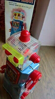 YOSHIYA MIGHTY ROBOT scare tin toy robot 1965 JAPAN EXC Cond. Battery operated